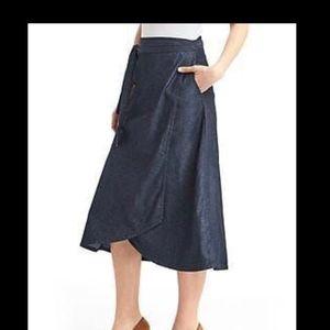 Gap midi denim wrap skirt with pockets and tie. 4